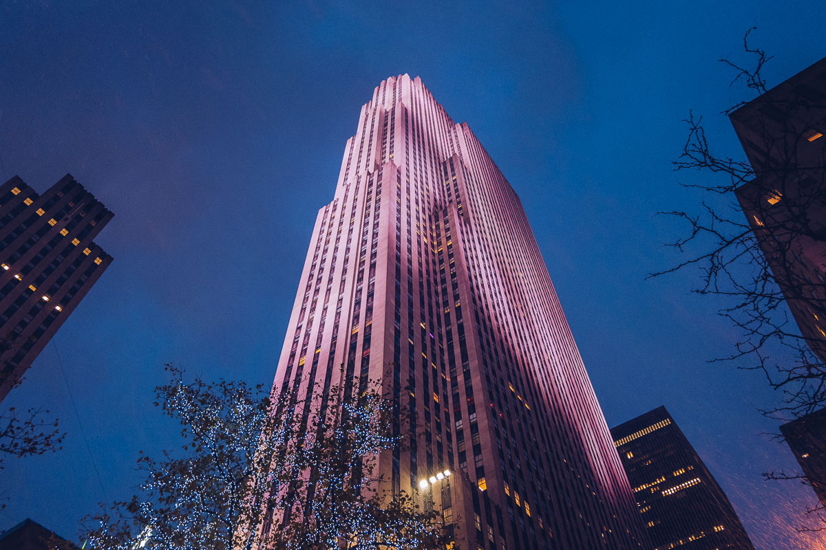 refuse to hibernate new york rockefeller center nuit