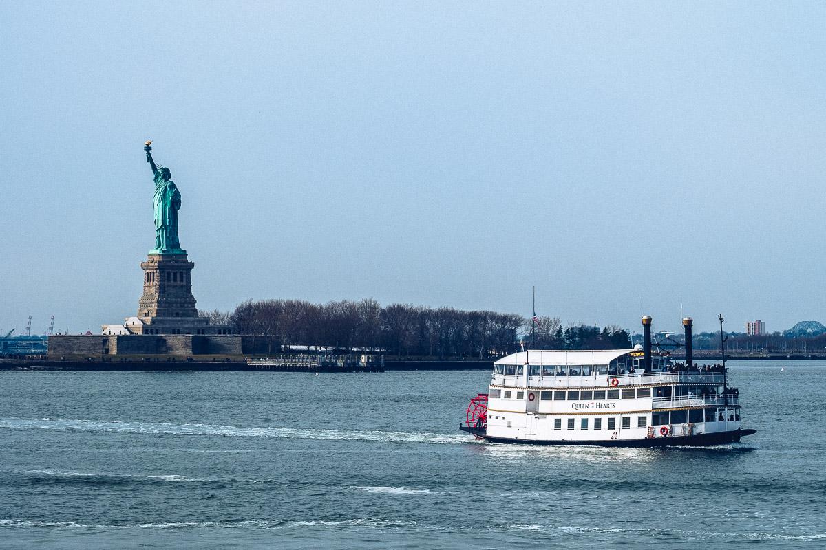 refuse to hibernate new york statue de la liberte