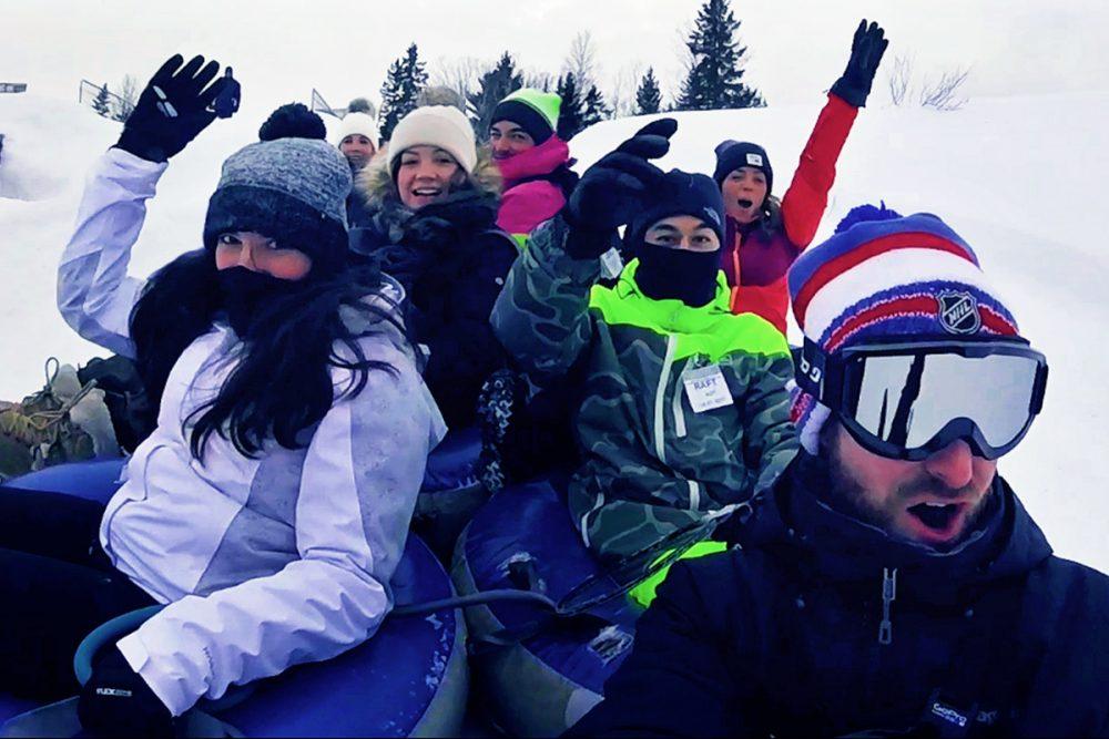Vidéo : la glissade sur tube, l'activité hivernale au Québec