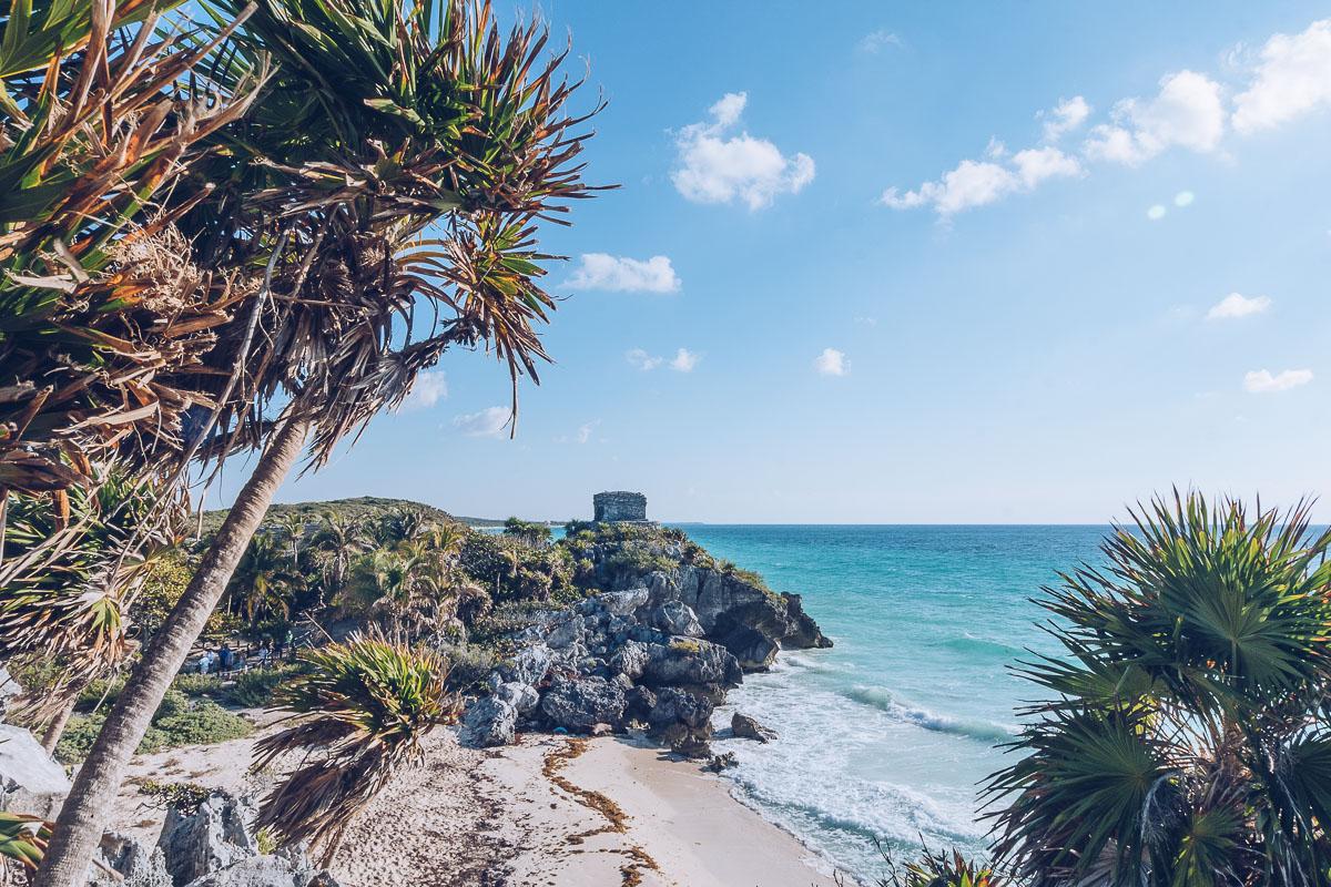 Refuse to hibernate tulum ruines plage