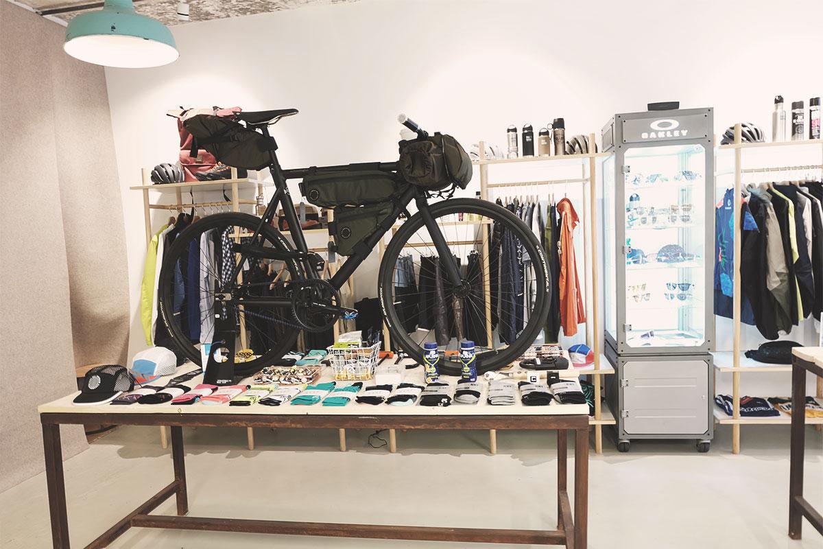 Steel Cyclewear & Coffeshop shop équipements de vélo Refuse to hibernate