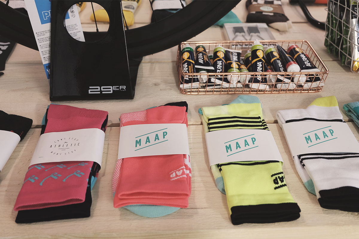 Steel Cyclewear & Coffeshop shop chaussettes MAAP Refuse to hibernate