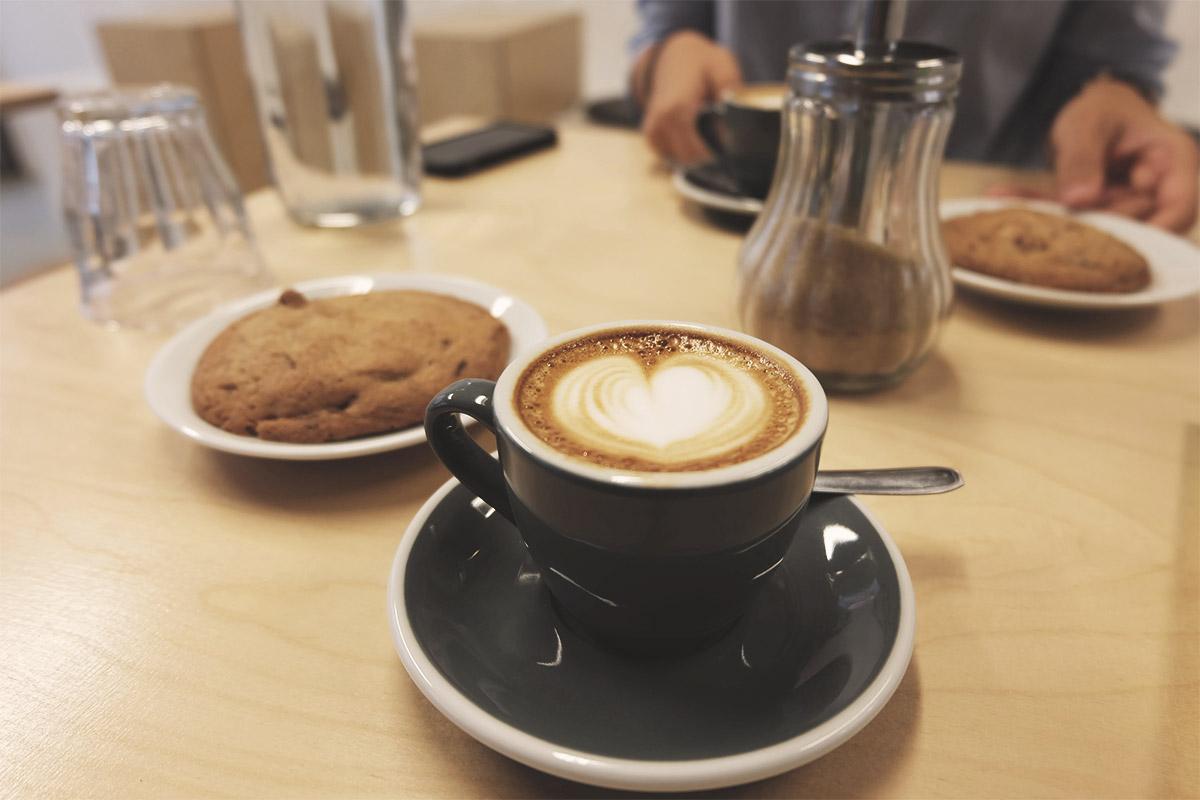 Steel Cyclewear & Coffeshop café Refuse to hibernate