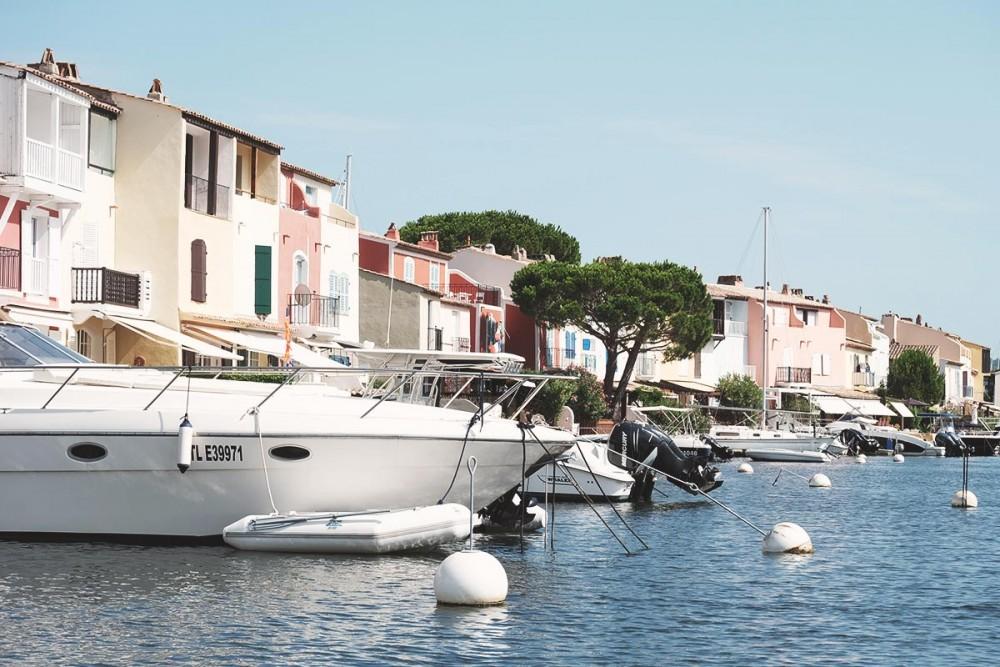Saint-Tropez, Port Grimaud, si proches et si différentes