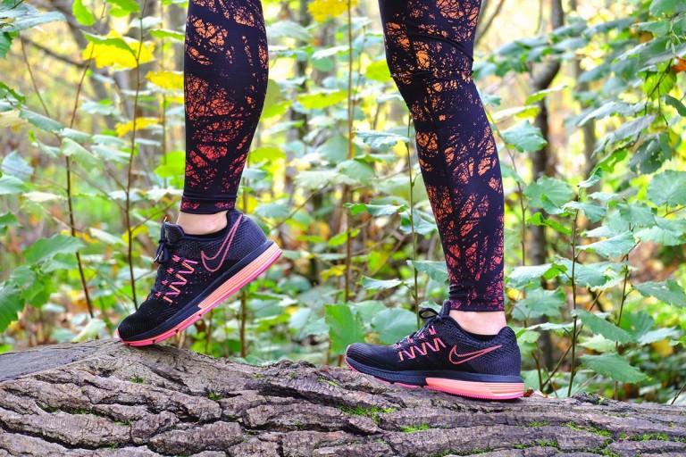 Look running coloré avec les Vomero 10