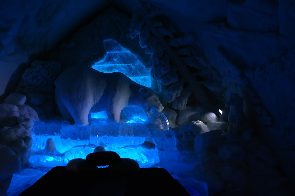 Refuse to hibernate Québec chambre bleue la pêche à l'Hôtel de Glace