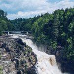 Le Canyon Sainte-Anne, sa chute d'eau et ses ponts suspendus