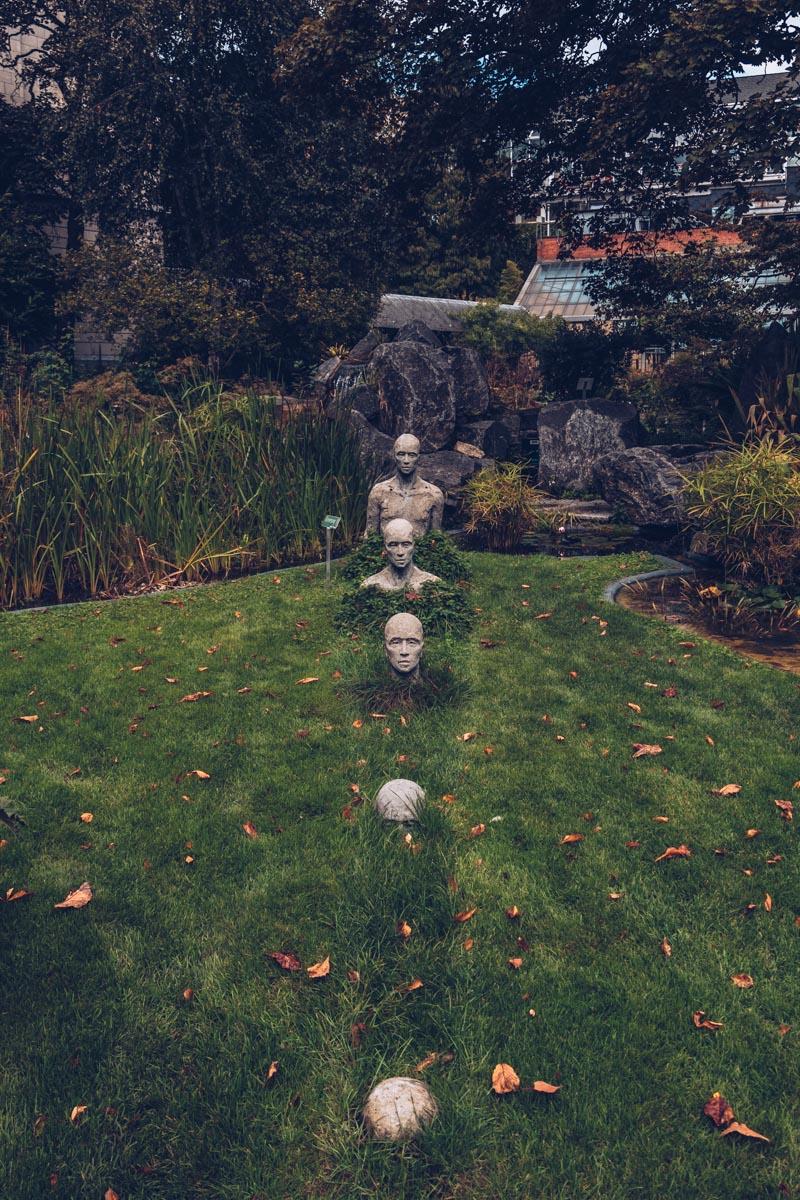 Refuse to hibernate Anvers jardin des plantes statues