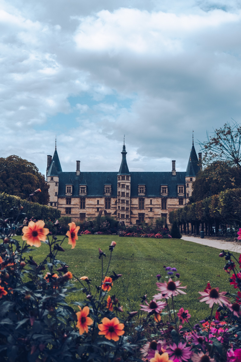 Refuse to hibernate nievre nevers palais ducal