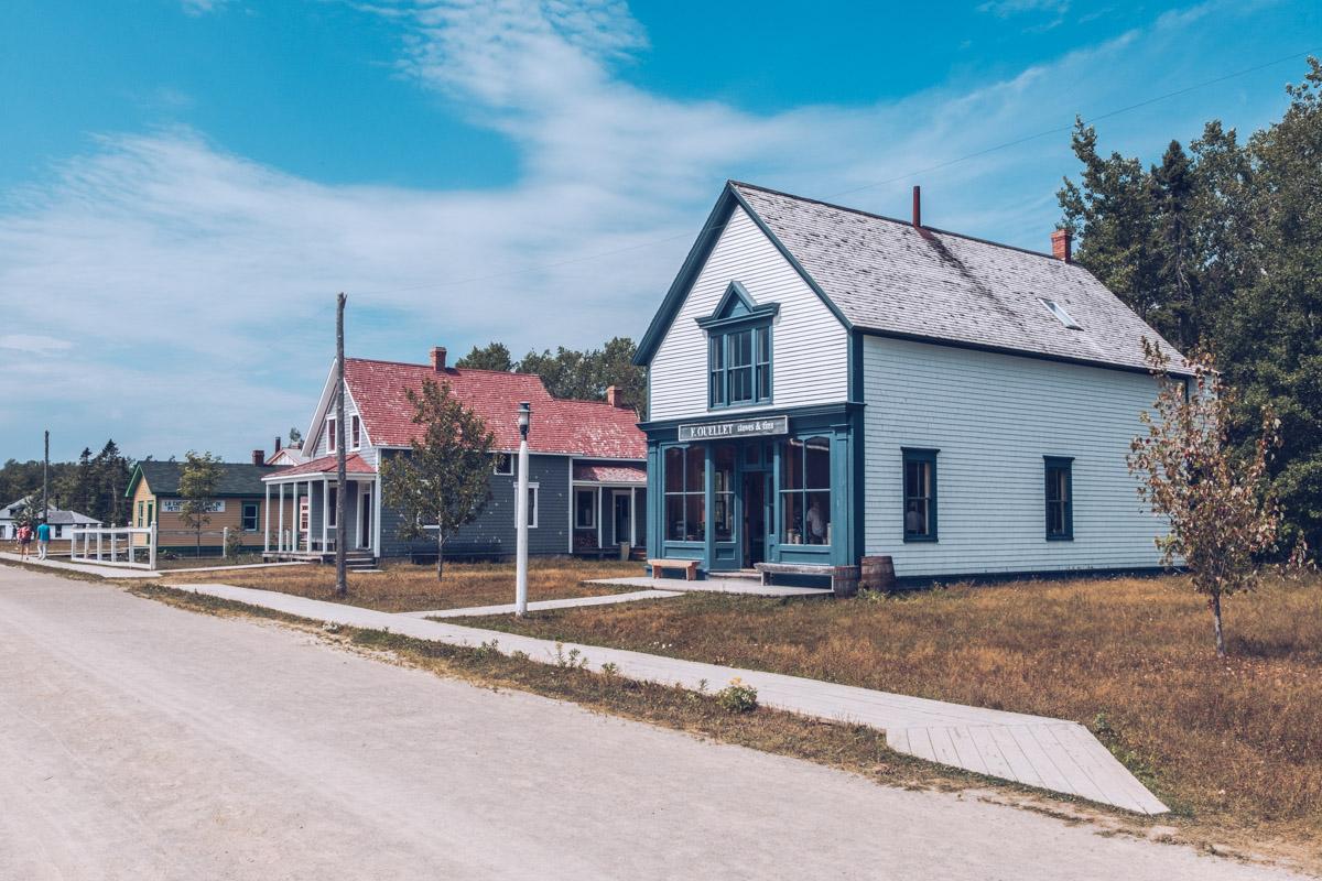Refuse to hibernate nouveau-brunswick caraquet village historique acadien rue