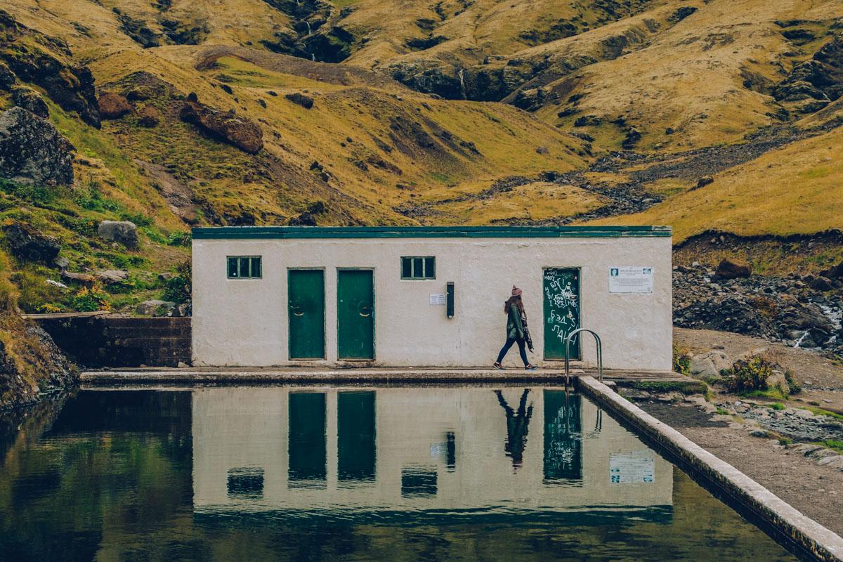 Refuse to hibernate islande audrey devant piscine seljavallalaug