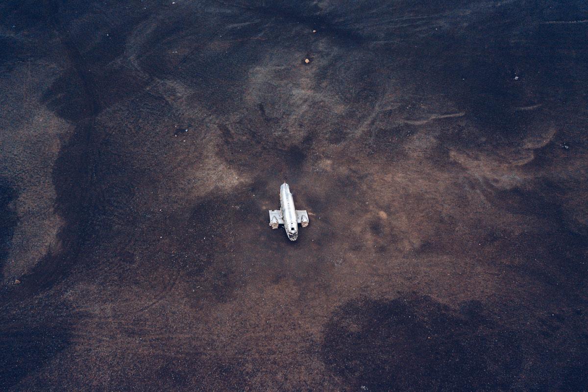 Refuse to hibernate islande epave avion dc3 vue drone