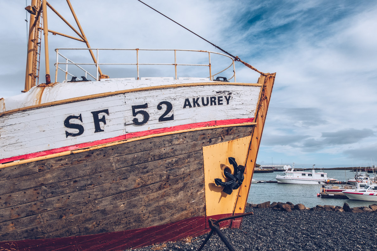 Refuse to hibernate islande hofn bateau akurey
