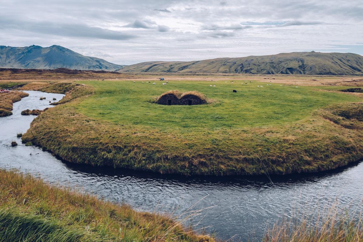 Refuse to hibernate islande keldur torfhus