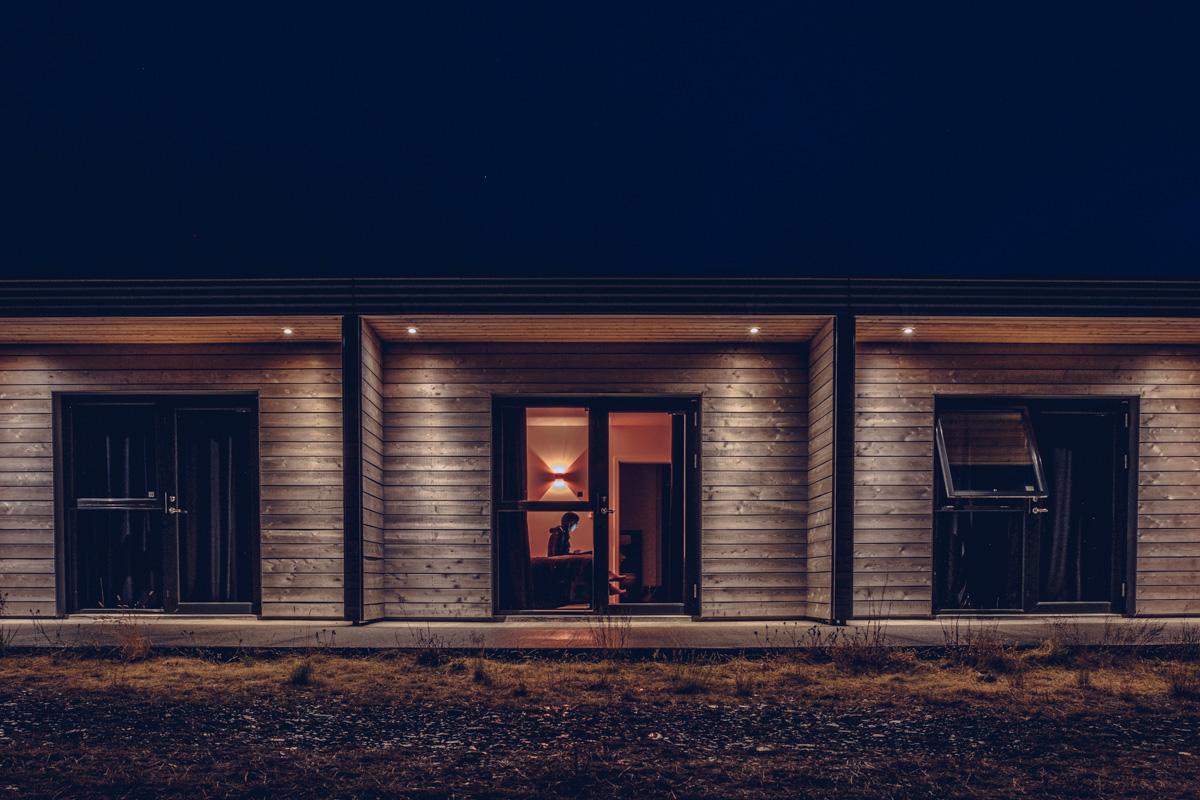 Refuse to hibernate islande seljavellir guesthouse de nuit