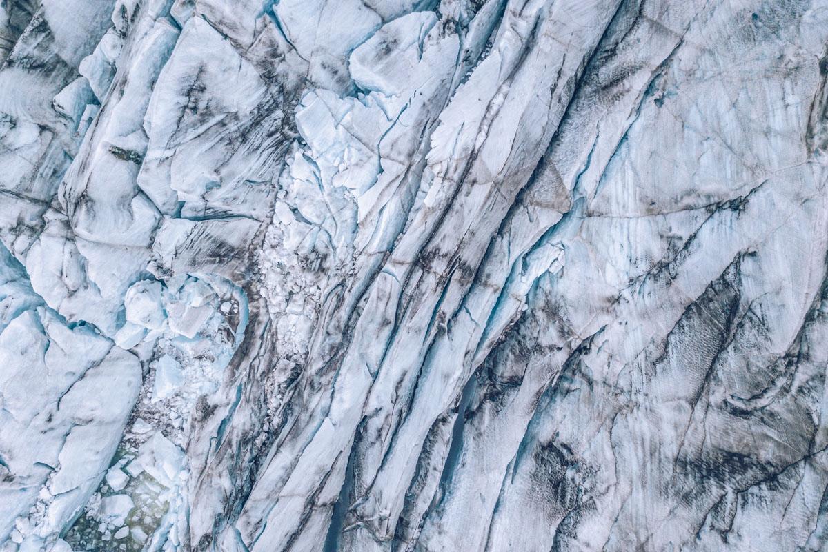 Refuse to hibernate islande svinafellsjokull glacier