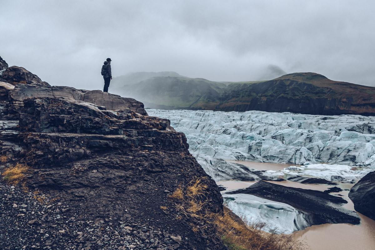Refuse to hibernate islande svinafellsjokull mickael devant glacier