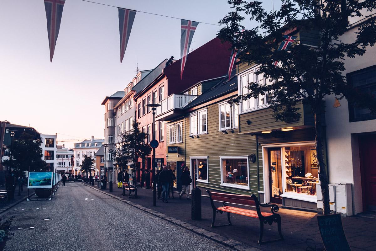 Refuse to hibernate reykjavik rue coucher de soleil
