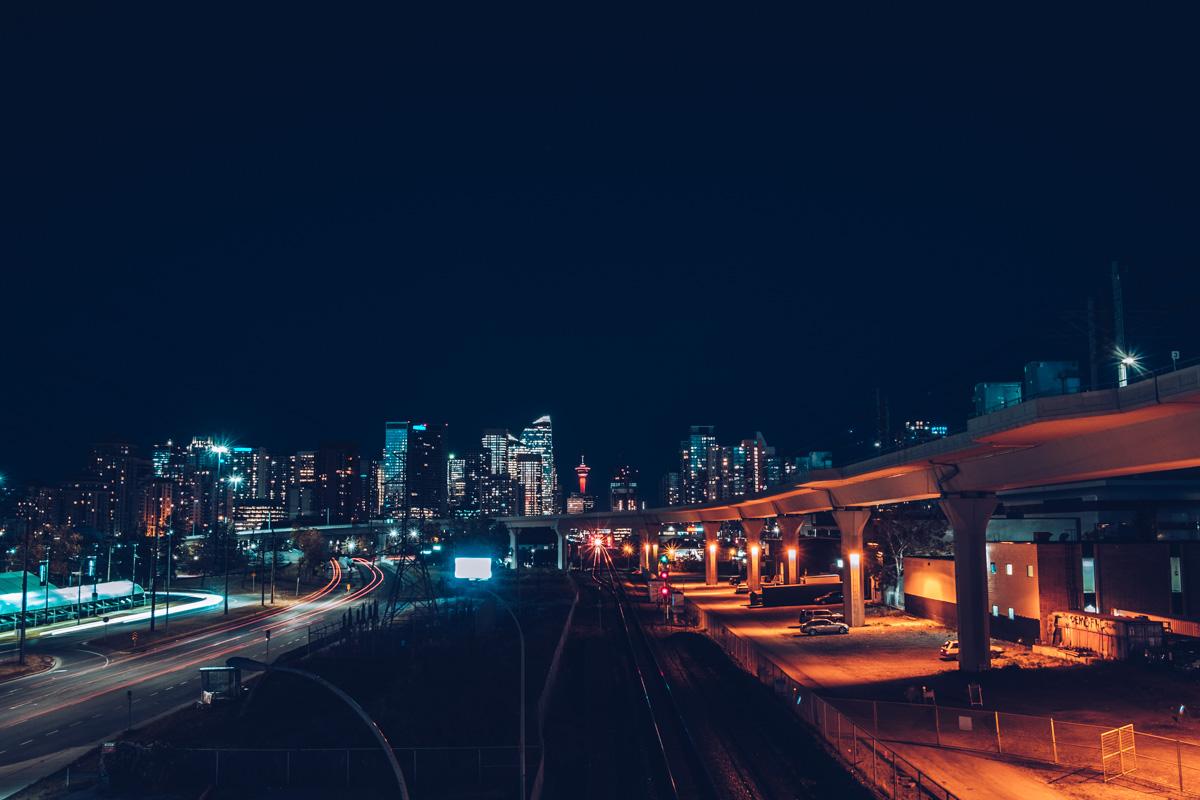 Refuse to hibernate Calgary de nuit metro sunalta