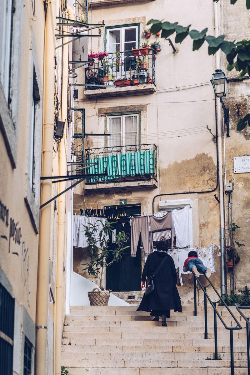 Refuse to hibernate Lisbonne ruelle famille
