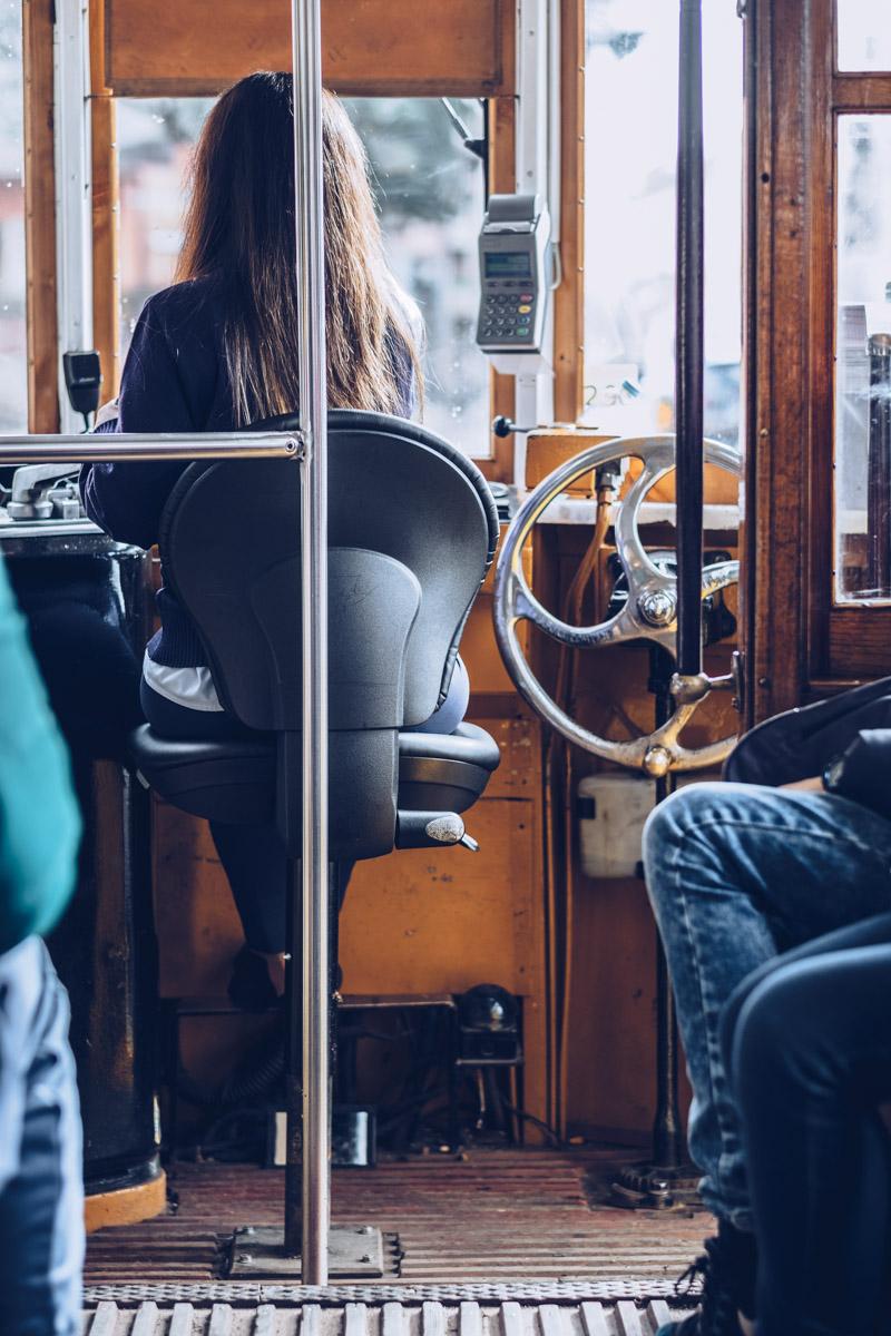 Refuse to hibernate Lisbonne tramway 28E interieur