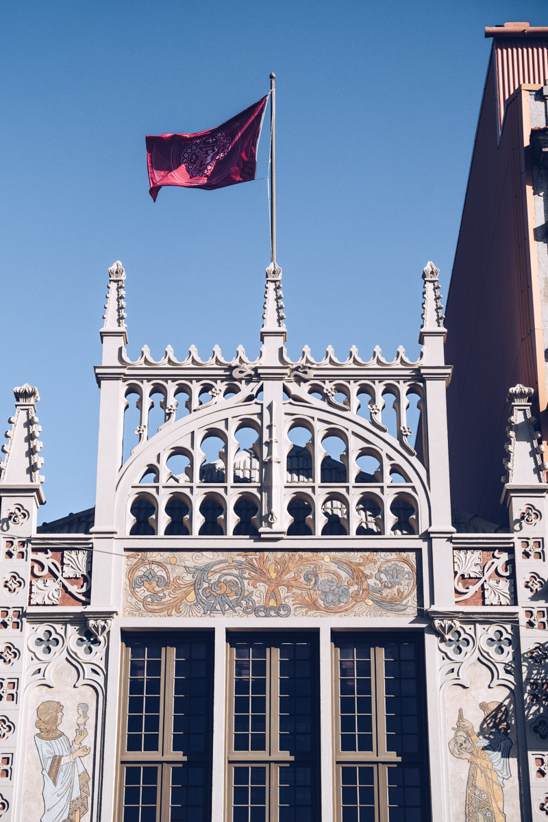 Refuse to hibernate Porto librairie Lello façade haut