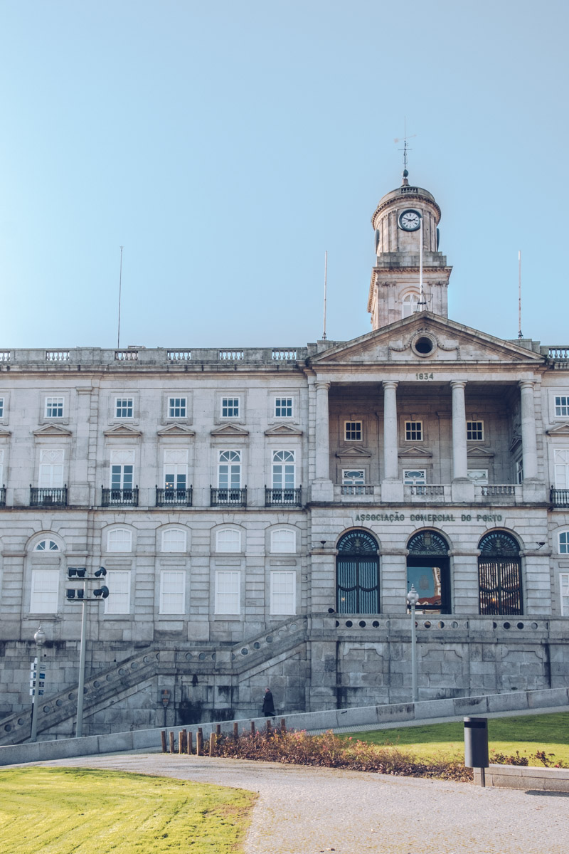 Refuse to hibernate Porto Palais de la Bourse