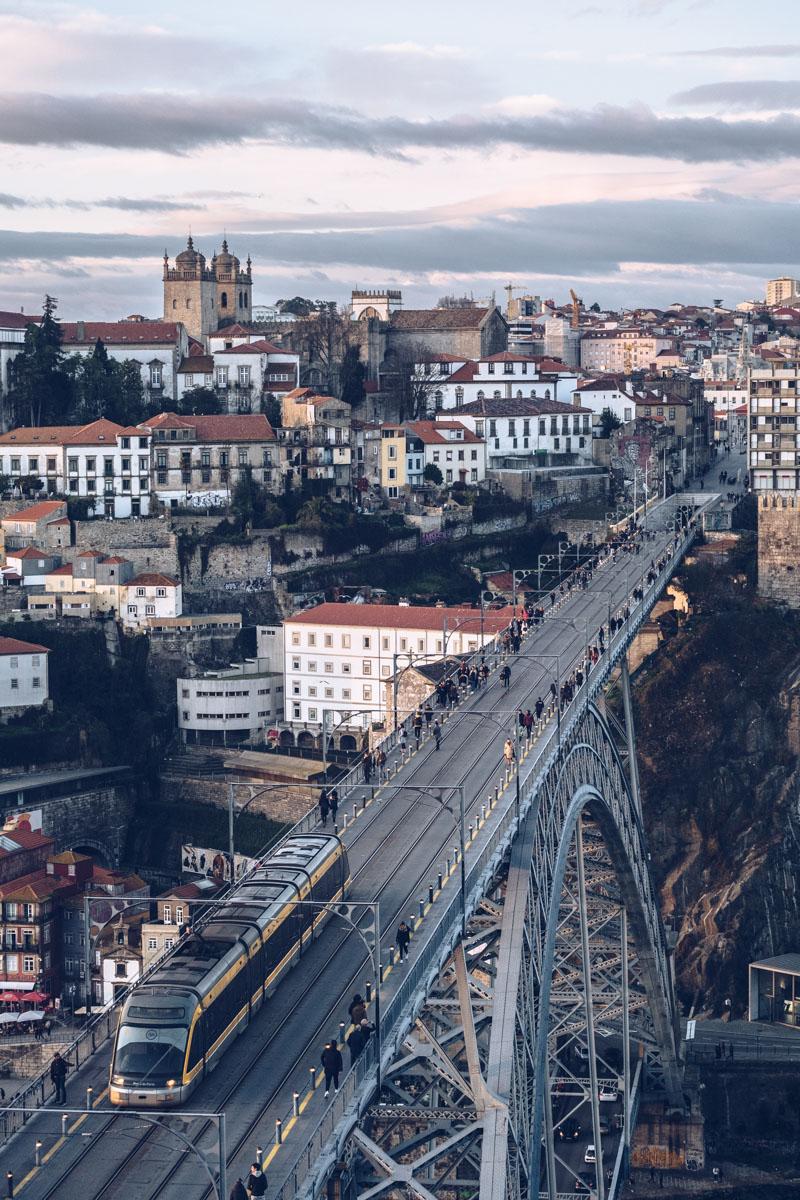 Refuse to hibernate Porto pont Dom Luis tram