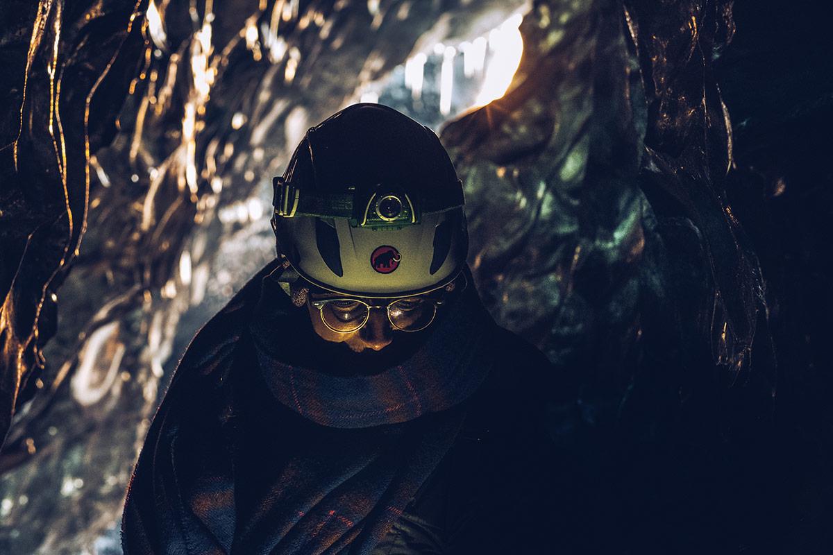Refuse to hibernate Islande grotte de glace Audrey avec son beau casque
