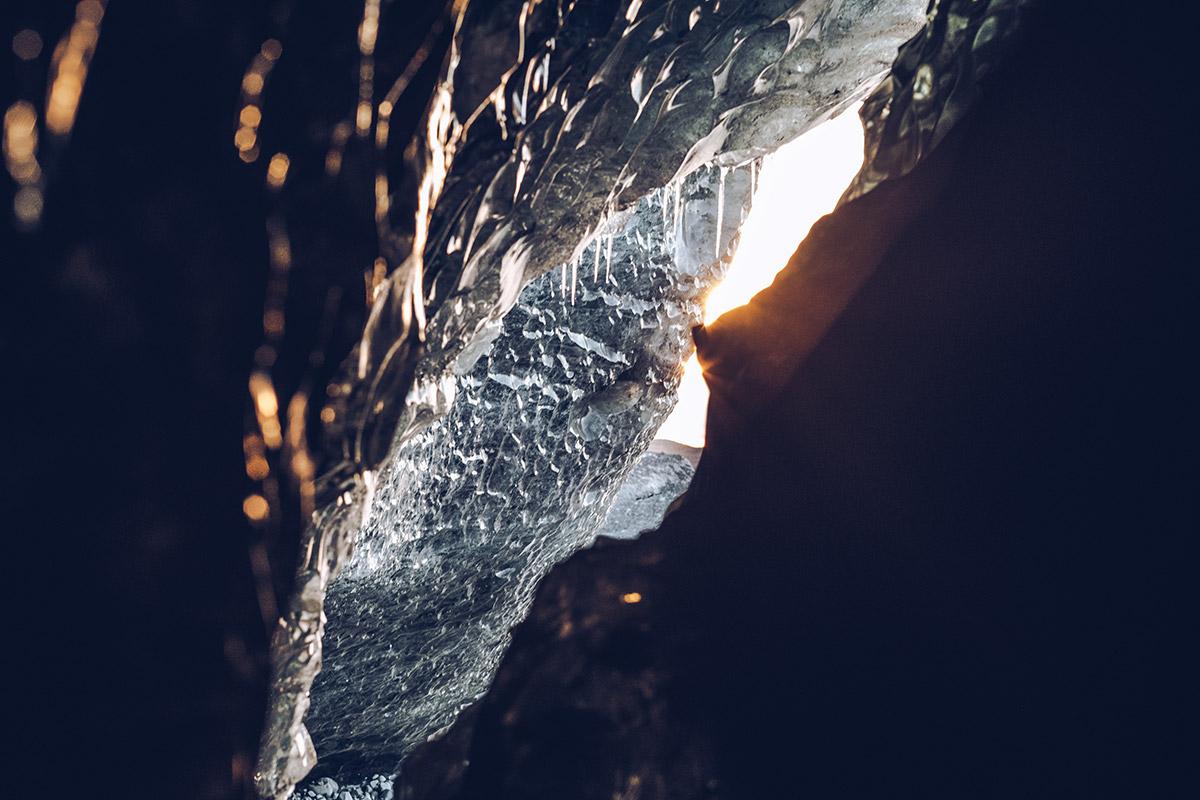 Refuse to hibernate Islande grotte de glace intérieur rayon de soleil
