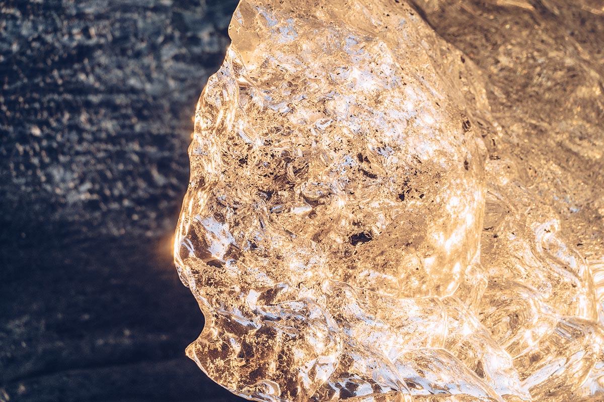 Refuse to hibernate Islande grotte de glace rayon de soleil transparence
