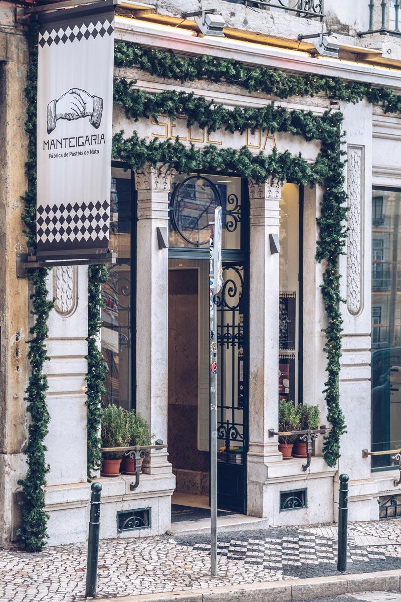 Refuse to hibernate Lisbonne Manteigaria façade