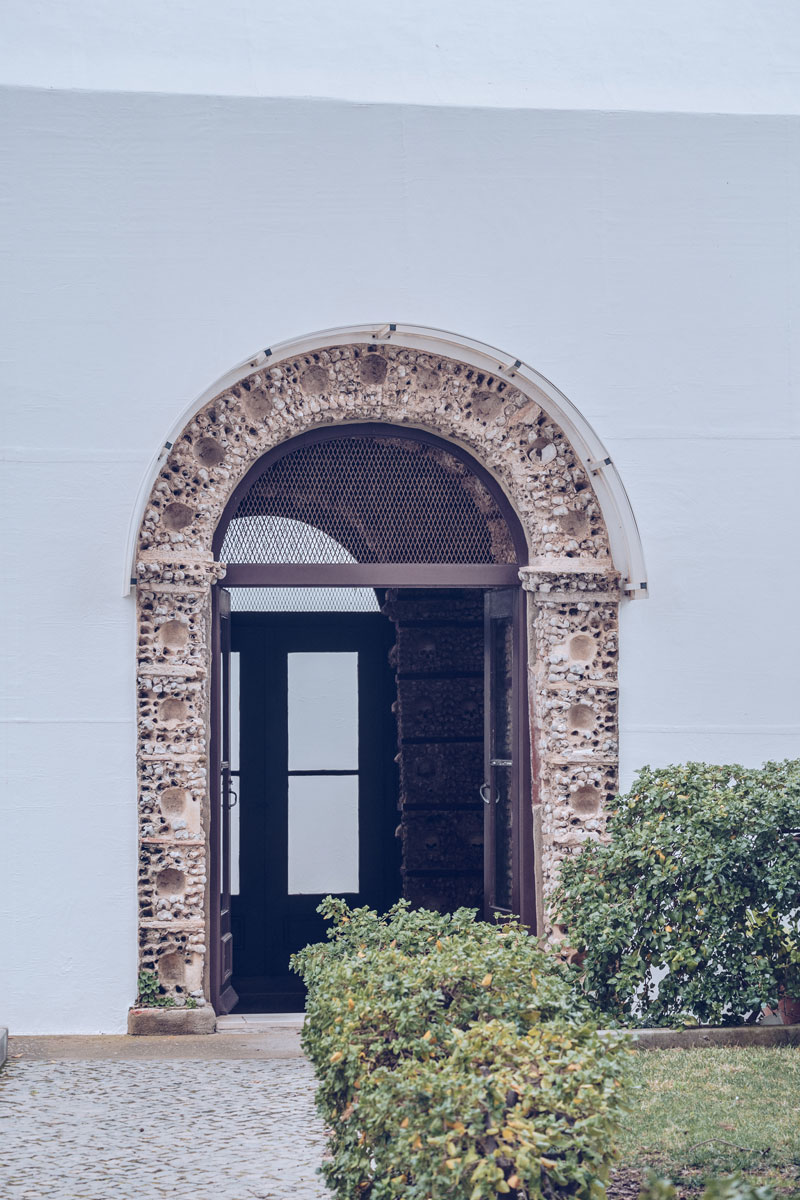 Refuse to hibernate Portugal Faro chapelle des os porte