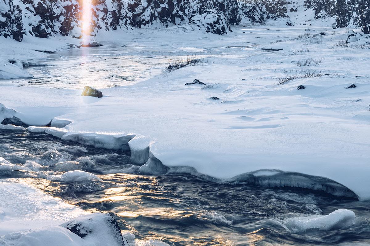 Refuse to hibernate Islande en hiver chute Oxararfoss ruisseau