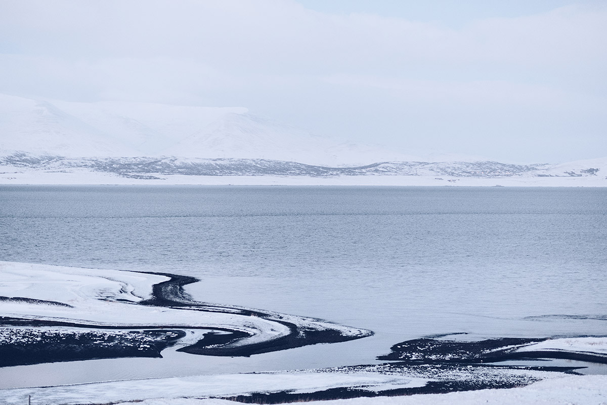 Refuse to hibernate Islande en hiver fjords de la route 47 montagne bord de mer