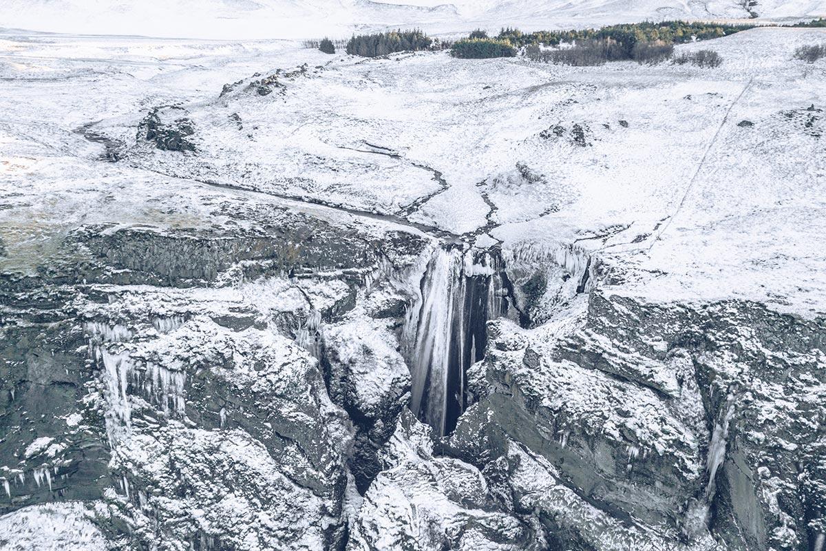Refuse to hibernate Islande en hiver Gljufrafoss vue drone