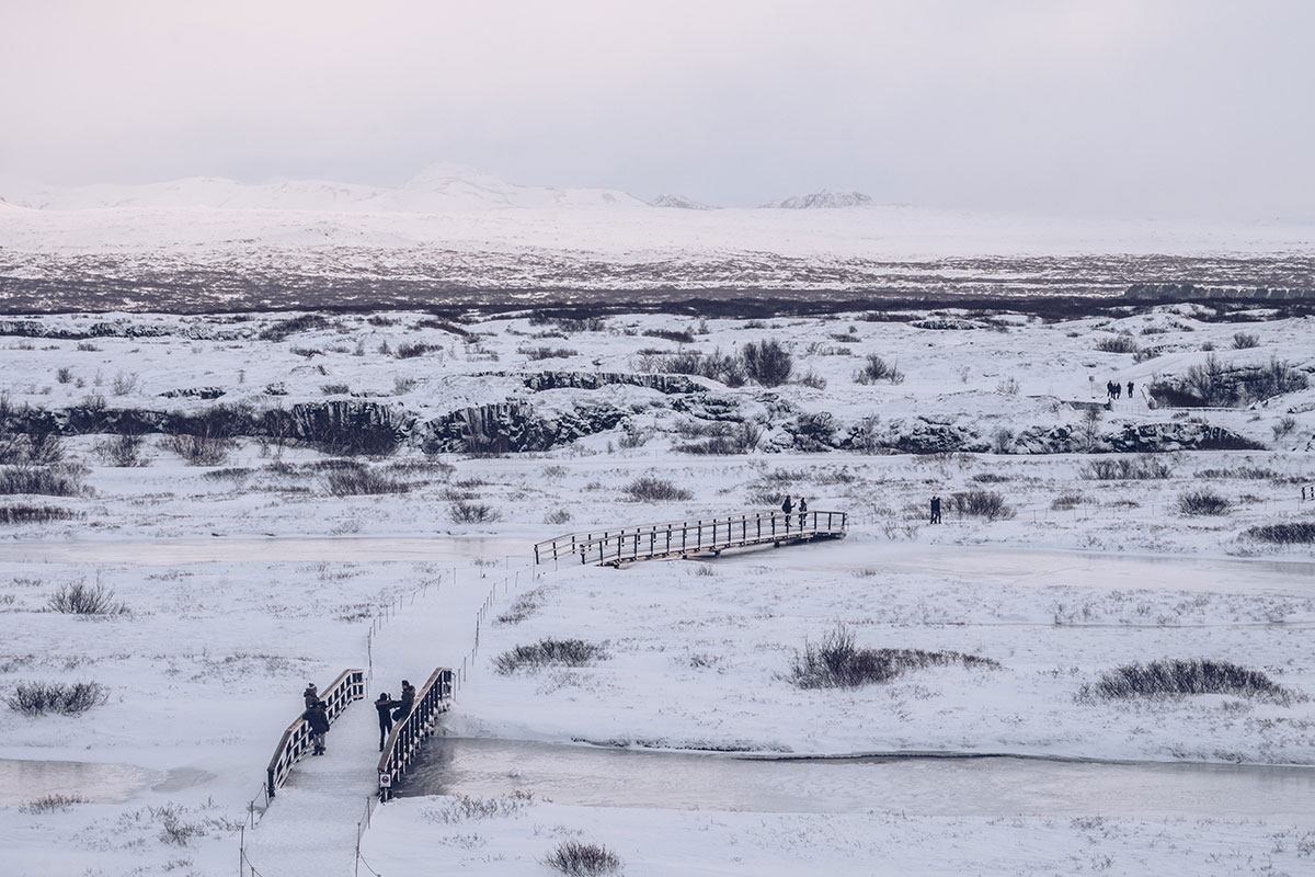 Refuse to hibernate Islande en hiver parc national Thingvellir pont enneigé
