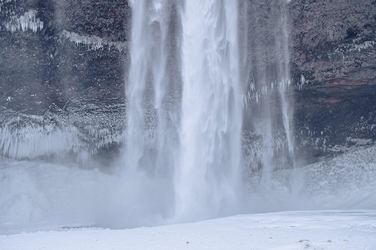 Refuse to hibernate Islande en hiver Seljalandsfoss bas de la chute