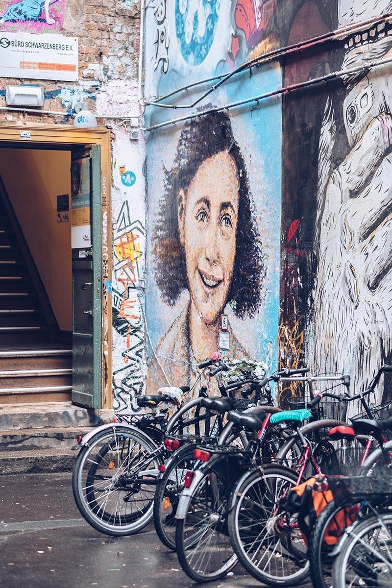 Refuse to hibernate Berlin Haus Schwarzenberg Anne Franck fresque