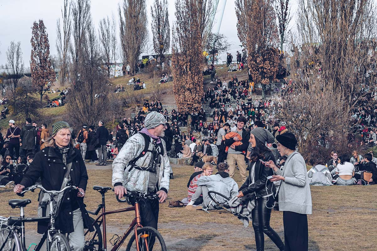 Refuse to hibernate Berlin Mauerpark foule
