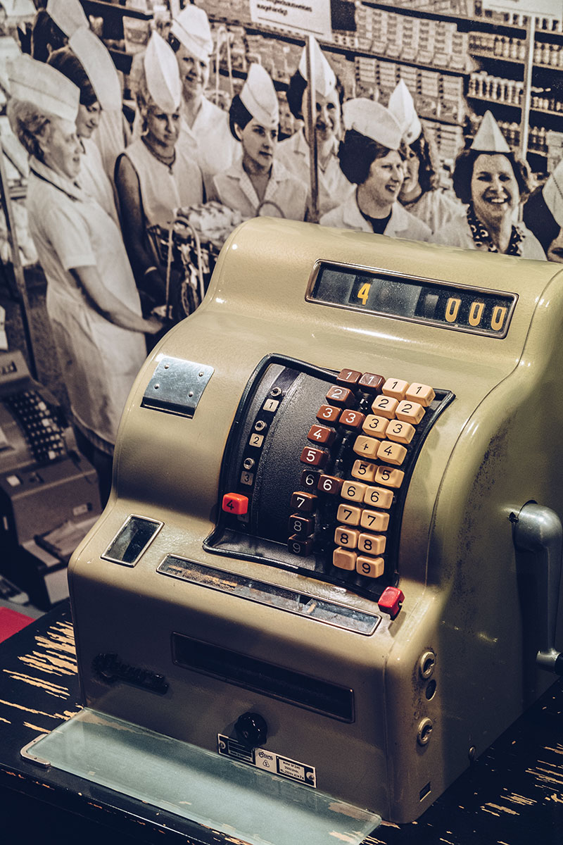 Refuse to hibernate Berlin musée RDA caisse enregistreuse
