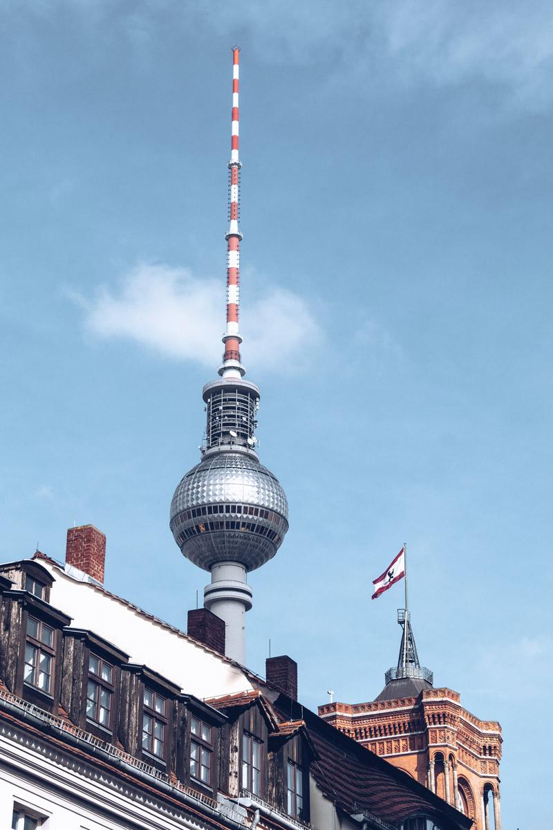 Refuse to hibernate Berlin Nikolaiviertel tour de la télévision