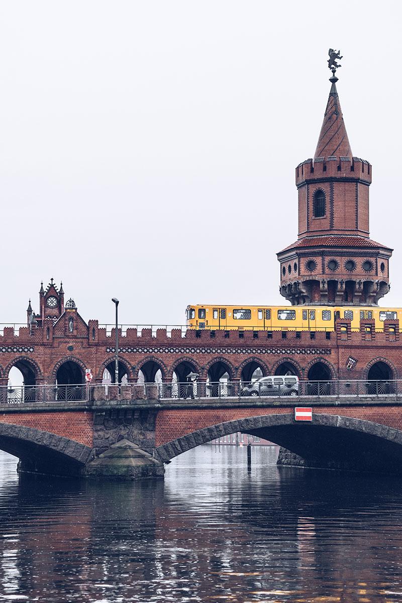Refuse to hibernate Berlin pont Oberbaumbrucke