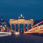 Refuse to hibernate Berlin porte de Brandebourg de nuit