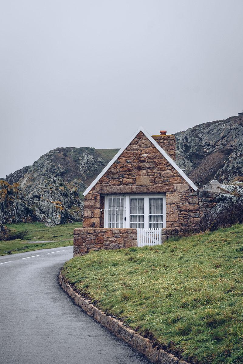 Refuse to hibernate Jersey maison en pierre route