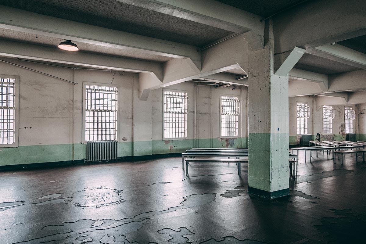 Refuse to hibernate San Francisco Alcatraz salle repas robinet