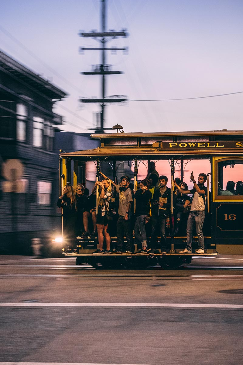 Refuse to hibernate San Francisco cable car de nuit