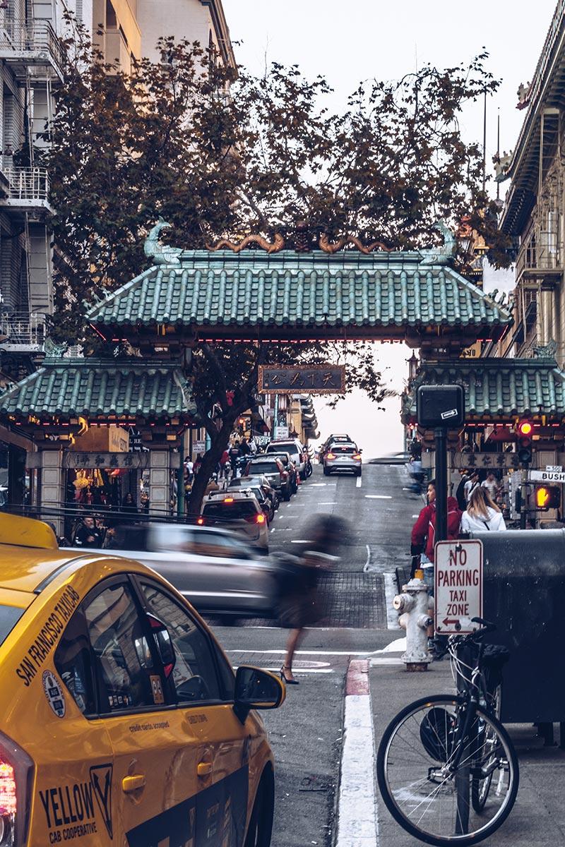 Refuse to hibernate San Francisco Chinatown porte taxi