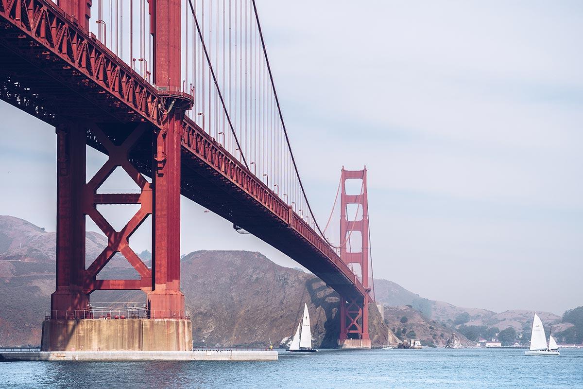 Refuse to hibernate San Francisco pont du Golden Gate vu d'en bas