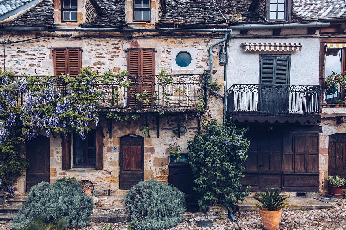 Refuse to hibernate Aveyron Najac maison fleurie